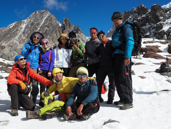 One of the best trekking guides in Nepal: Ramesh with his clients