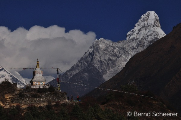 15 reasons to trek in Nepal - Stupa with Ama Dablam in the background