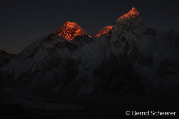15 reasons to trek in Nepal - Sunrising over Everest from Kala Patthar